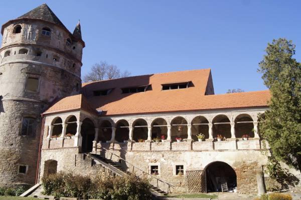 Keresd - Bethlen kastély - Az öregtorony és a Mihály szárny - Fotó:  dr. Salat Csaba